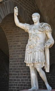 Foto van kopie van standbeeld van Trajanus in het Archeologisch Park Xanten