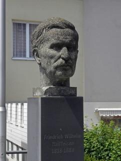 Portretbuste van Friedrich Wilhelm Raiffeisen in Neulengbach