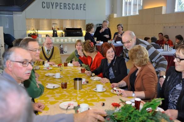 Bijeenkomst van de vrijwilligers van het Cuypershuis in het Cuyperscafé. Cuypershuis-Atelier Harry Segers.