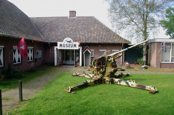 Ingang museum Deelen