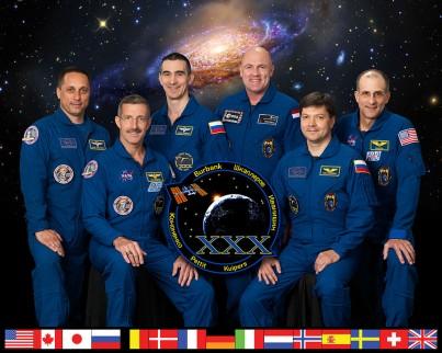 Groepsportret van Andre's tweede expeditieteam naar ISS