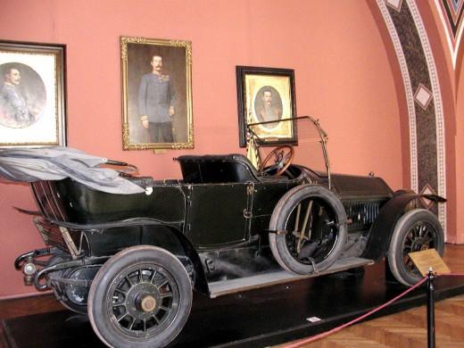 De 1911 Gräf & Stift wagen waarin Franz Ferdinand werd neergeschoten, nu in het Militair Historisch Museum in Wenen
