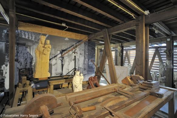 Het interieur van de houtloods laat de ambachtelijke kant van Cuypers' kunstwerkplaatsen zien. Foto Cuypershuis-Atelier Harry Segers.