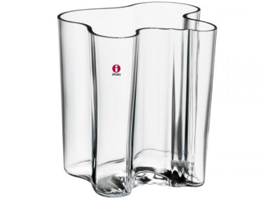 Doorsichtige vaas, tegen grijze achtergrond