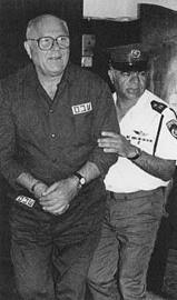 John Demjanjuk in 1987 tijdens zijn proces in Israël.