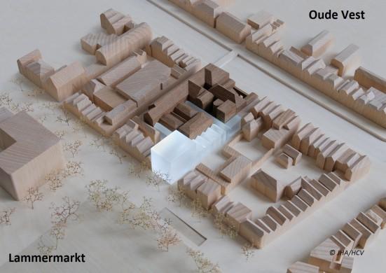 Maquette met bestaande gebouw (donkere gedeelte) en eerste structuurschets van de uitbreiding (in perspex) van Museum De Lakenhal