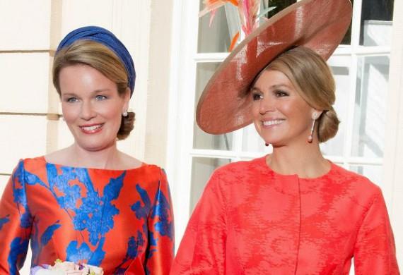 Máxima en Mathilde bij opening