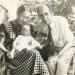 Leo Vroman met vrouw en dochter