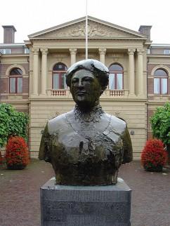Borstbeeld van Aletta Jacobs voor universiteit Groningen