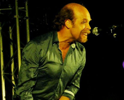 Will Oldham (Bonnie 'Prince' Billy) optredend in Manchester Cathedral