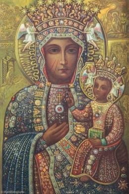 Replica van de icoon van de Poolse madonna naar het exemplaar van Jan Gladdines in de Poolse kapel in de Laurentiuskerk in 't Ginneken. Foto: Diana Nieuwold van Kerkfotografie.nl (z.j.).