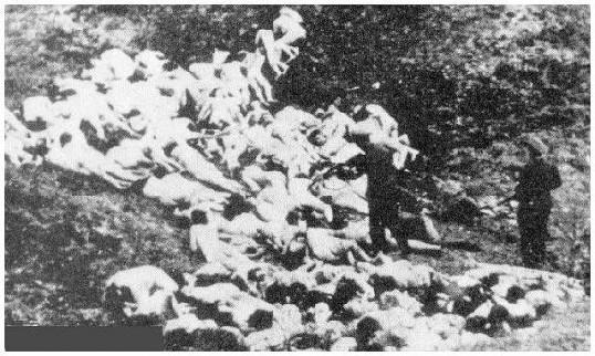 Momentopname van de gruwelijke slachting van Babi Jar. In dit ravijn bij Kiev werden duizenden Joden geëxecuteerd.
