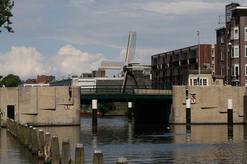 Beltbrug Amsterdam met brugwachtershuisje
