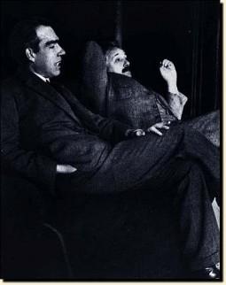 Beroemde foto van Bohr en Einstein uit 1927, terwijl de twee discussiëren over de interpretatie van de quantummechanica.