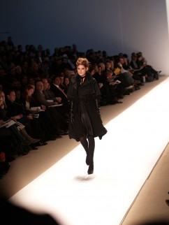 Doutzen Kroes op de catwalk voor de Doo.Ri herfstcollectie 2007