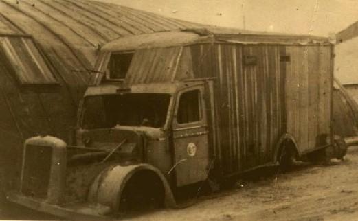 Gaswagen van het type 'Diamond' in vernietingskamp Chelmno. In gaswagens van dit type werden zo'n 20 mensen per keer vergast.
