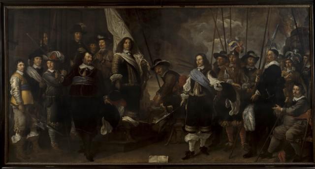 Donkere figuren op schilderij tegen donkere achtergrond