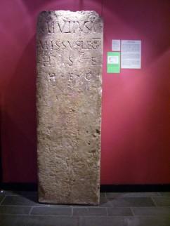 Grafsteen Marcus Julius in het Thermenmuseum te Heerlen