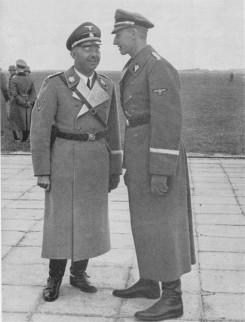 Heinrich Himmler en Reinhard Heydrich in 1940. Hoewel zij – samen met Adolf Hitler – de onbetwiste eindverantwoordelijkheid dragen voor de Holocaust bestond er ook bij deze kopstukken geen 'masterplan' voor de Holocaust