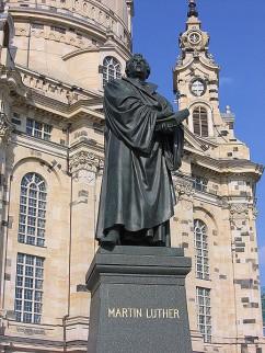 Duitsland staat nog altijd vol met standbeelden van kerkhervormer Luther, zoals hier in Dresden.