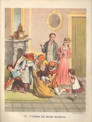 Kleurrijke afbeelding, man met rode kleding, kind met bordeauxrood hemd in gele zak, Staande man groen beige kleding, vrouw in roze gekleed. Tegen oudroze muur, geel tapijt en gele spiegel.