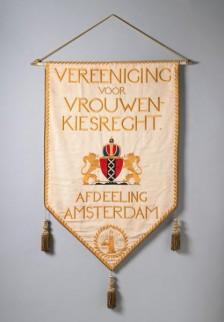 Vaandel van de Vereeniging voor Vrouwenkiesrecht in Amsterdam