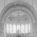 Detail van de foto van F. H. van Dijk van de Laurentius & Elisabeth Kathedraal uit 1953. In de kalot (boven de polychromie van zijn ouder broer Jan), op de triomfboog eromheen en op de muren en het tongewelf van de koortravee zit werk van Kees Dunselman u