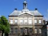 Het gemeentehuis van Weesp is in neo-klassieke stijl gebouwd.