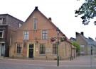 Voorgevel van 17e eeuws pand De Brouwerij, waarin gemeentemuseum Nairac is gevestigd.