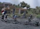 Poppetjes van klei als aanvallende Franse en Duitse soldaten